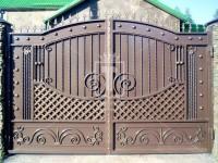 Металлические листовые ворота с сеткой из полосы (Арт. 038)