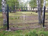 Металлический забор с небольшим количеством гнутых элементов (Арт. 104)