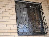Решетки на окна с декоративными вставками в вертикальных стойках (Арт. 005)