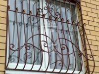 Выпуклые кованые решетки с красивым верхним обрамлением (Арт. 007)