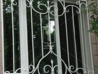 Решетки белого цвета с «легким» рисунком (Арт. 010)