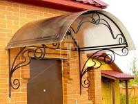 Козырек над дверью с красивыми плавными линиями (Арт. 020)