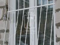 Белая выпуклая решетка без ажурных деталей (Арт. 022)
