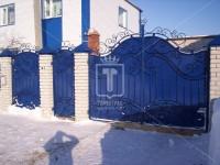 Кованые ворота с синим листом (Арт. 041)