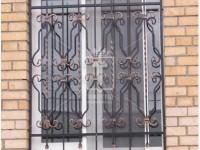 Кованая оконная решетка с патинированной торсировкой (Арт. 014)
