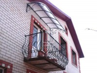 Широкий балконный козырек с ажурными боками (Арт. 049)