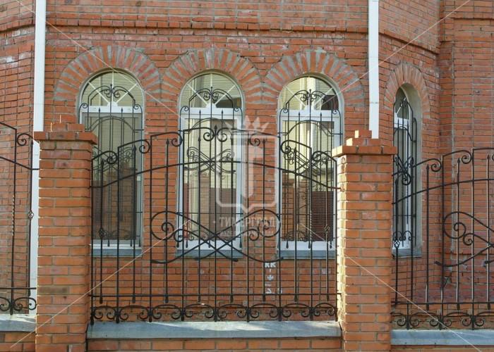 Забор с интересным верхним обрамлением (Арт. 003)