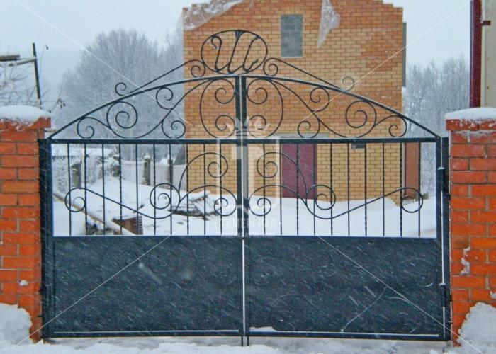 Ворота распашные с узором в виде «сердца» (Арт. 024)