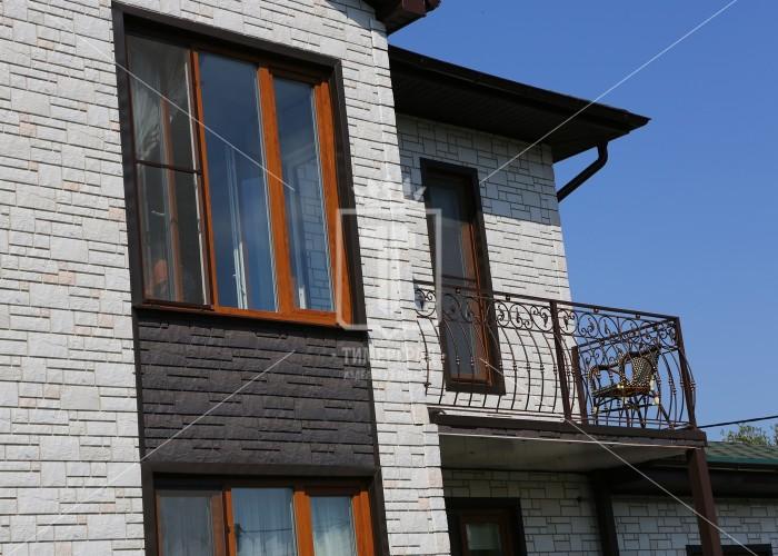 Кованые перила на крыльцо частного дома с шишками (Арт. 004)