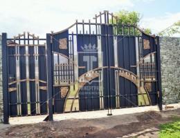 Кованые ворота в стиле Средневековья